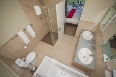 En suite bathroom to Luxury Lodge Unit