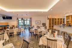 Enjoy a delicious meal at 1883 on the Country Estate